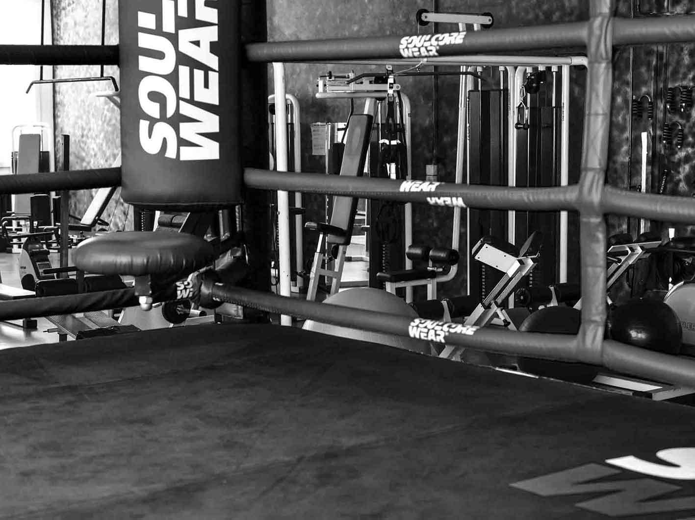 Ryu Kwai Boxe Thai ring